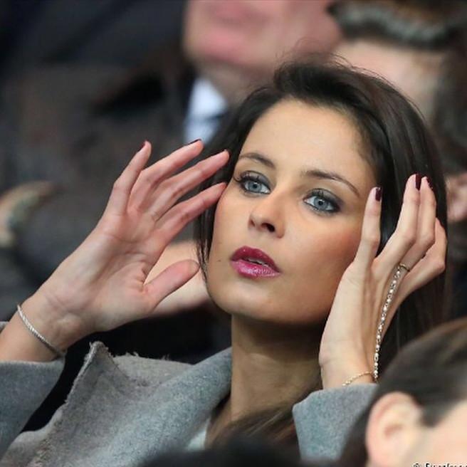 Malika Menard-Instagram-Effronte-Instagirl-France-Francaise-Miss France-Mannequin-Journaliste-Top-Model_02