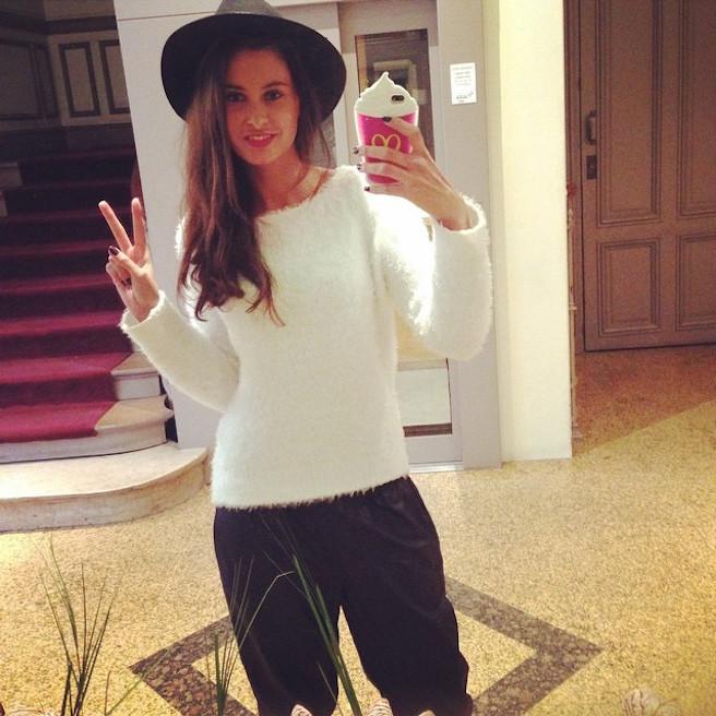 Malika Menard-Instagram-Effronte-Instagirl-France-Francaise-Miss France-Mannequin-Journaliste-Top-Model_04