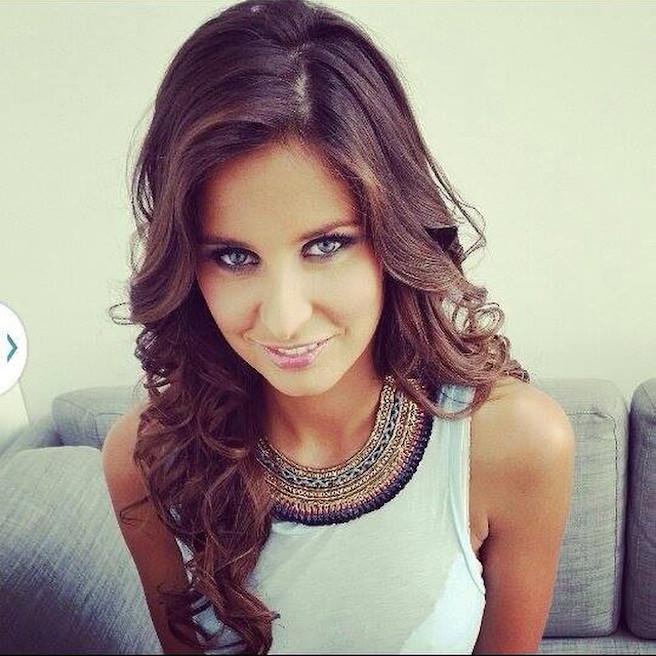 Malika-Menard-Instagram-Effronte-Instagirl-France-Francaise-Miss France-Mannequin-Journaliste-Top-Model_09