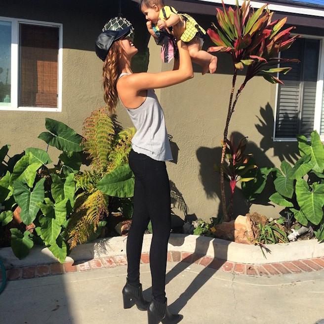 April Love Geary-Instagirl-Instagram-Sexy-Jolie-Brune-Bikini-Models-Mannequin-Américaine-03