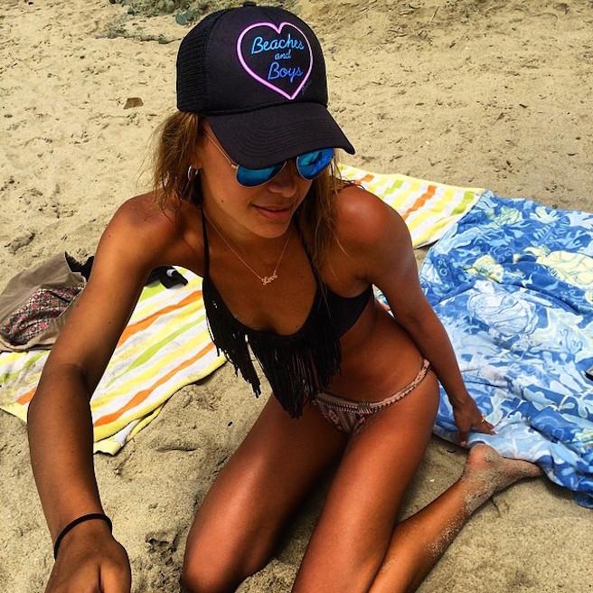 April-Love-Geary-Instagirl-Instagram-Sexy-Jolie-Brune-Bikini-Models-Mannequin-Américaine-10