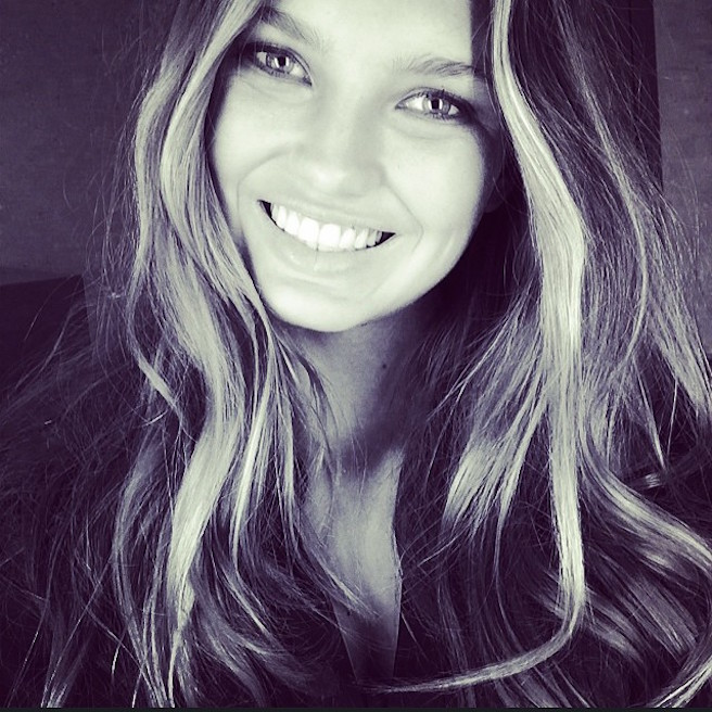 Romeestrijd-Instagirl-Instagram-Sexy-Jolie-Blonde-Bikini-Victoria Secret-Hollandaise-Pays-Bas-Mannequin-Top-Model-DNA-Models-01