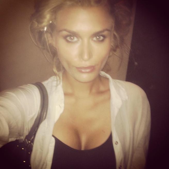Cheyenne Tozzi-Instagirl-Instagram-Sexy-Jolie-Fille-Blonde-Bikini-Model-Mannequin-Chanteuse-Van-Hoorn-Australienne-Australie-effronte-02