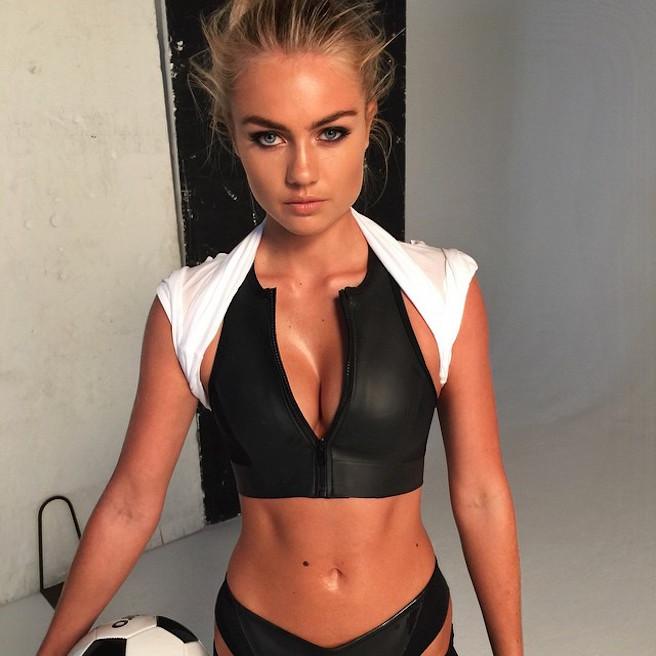 Elyse Knowles-Instagirl-Instagram-Sexy-Blonde-Bikini-Wilhelmina-Model-Mannequin-Australienne-Melbourne-Jolie-effronte-01