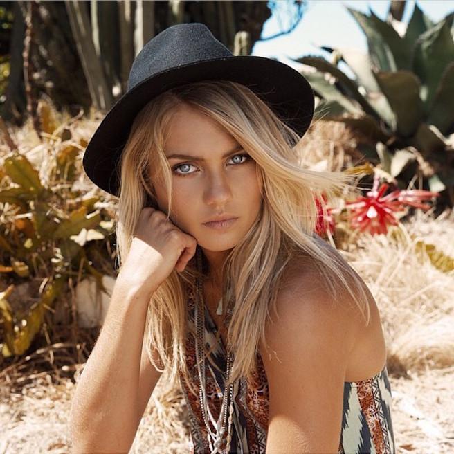 Elyse-Knowles-Instagirl-Instagram-Sexy-Blonde-Bikini-Wilhelmina-Model-Mannequin-Australienne-Melbourne-Jolie-effronte-10