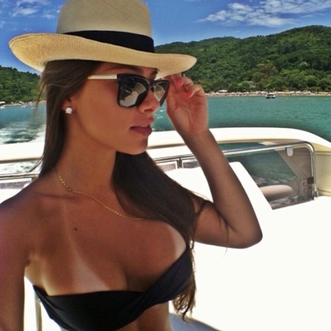 Gabriella Lenzi-Instagirl-Instagram-Sexy-Jolie-Fille-Brune-Bikini-Ex-Copine-Neymar-Model-Mannequin-Brésilienne-Brésil-effronte-04