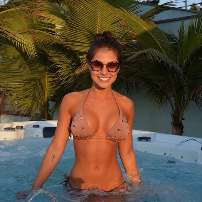 Gabriella Lenzi-Instagirl-Instagram-Sexy-Jolie-Fille-Brune-Bikini-Ex-Copine-Neymar-Model-Mannequin-Brésilienne-Brésil-effronte-06