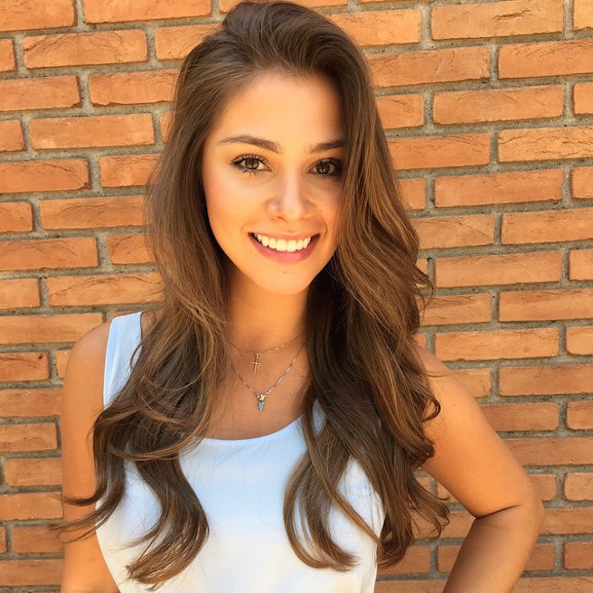 Gabriella Lenzi-Instagirl-Instagram-Sexy-Jolie-Fille-Brune-Bikini-Ex-Copine-Neymar-Model-Mannequin-Brésilienne-Brésil-effronte-07