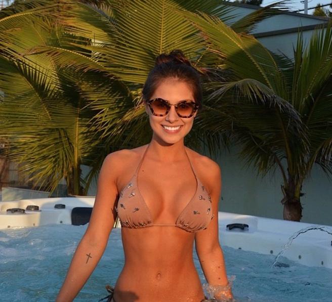 Gabriella-Lenzi-Instagirl-Instagram-Sexy-Jolie-Fille-Brune-Bikini-Ex-Copine-Neymar-Model-Mannequin-Brésilienne-Brésil-effronte-Cover