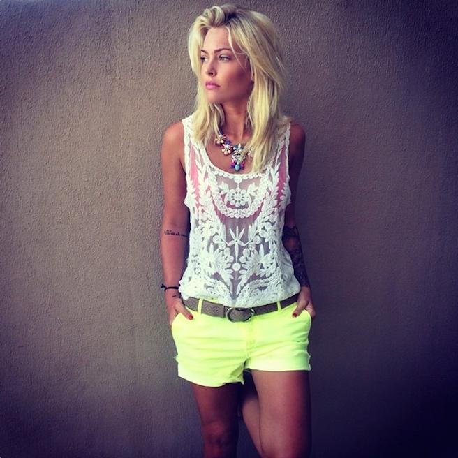 Caroline Receveur-Instagirl-Instagram-Sexy-Jolie-Fille-Blonde-Blogueuse-Mode-TV-NRJ12-France-Francaise-effronte-05