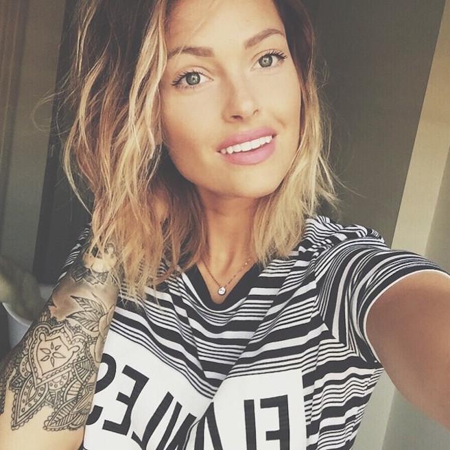 Caroline-Receveur-Instagirl-Instagram-Sexy-Jolie-Fille-Blonde-Blogueuse-Mode-TV-NRJ12-France-Francaise-effronte-09