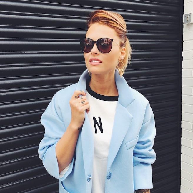 Caroline-Receveur-Instagirl-Instagram-Sexy-Jolie-Fille-Blonde-Blogueuse-Mode-TV-NRJ12-France-Francaise-effronte-11