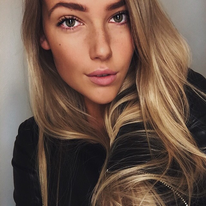 Maya Sophie Segerlund-Instagirl-Instagram-Sexy-Jolie-Fille-Blonde-Blogueuse-Mode-Bikini-Danemark-Danoise-effronte-05