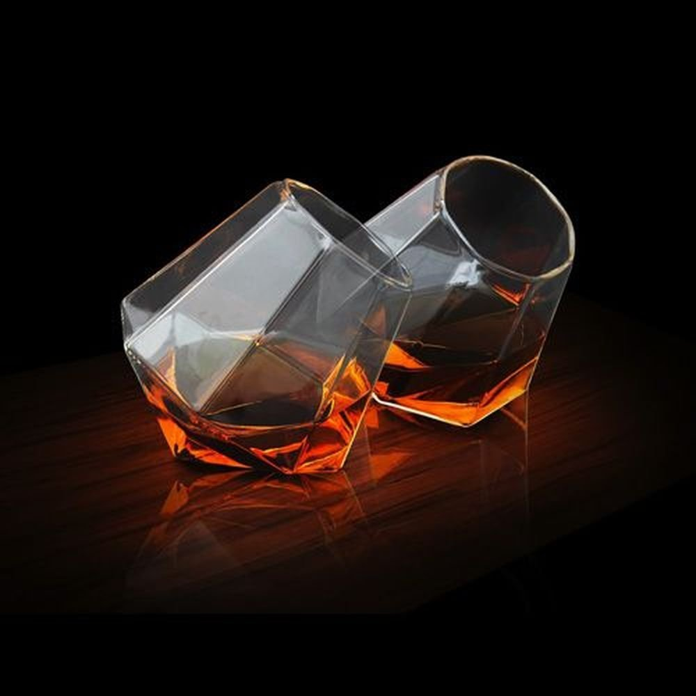 verres whisky en forme de diamant diamond glass. Black Bedroom Furniture Sets. Home Design Ideas