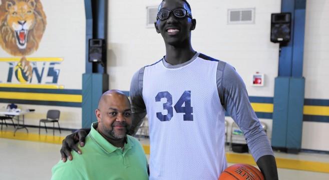 tacko-fall-le-plus-grand-basketteur-au-monde-USA-2m28-buzz-effronte