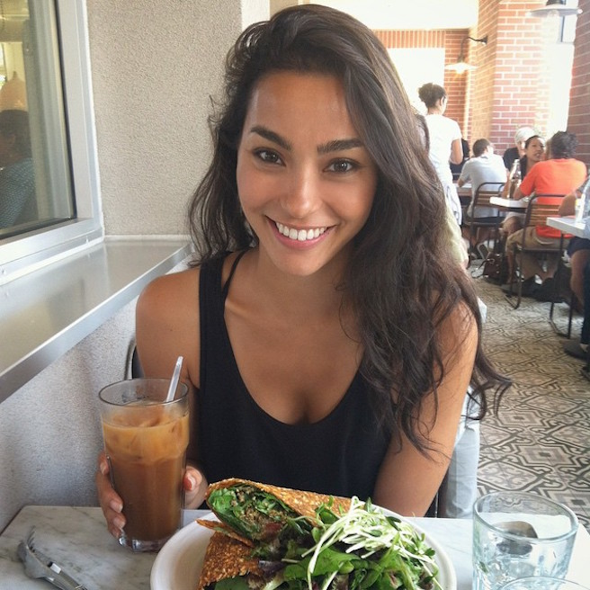 Adrianne Ho-Instagirl-Instagram-Sexy-Jolie-Fille-Brune-Chinoise-Française-Toronto-Mode-Mannequin-USA-Américiane-Sweat-The-Style-effronte-08