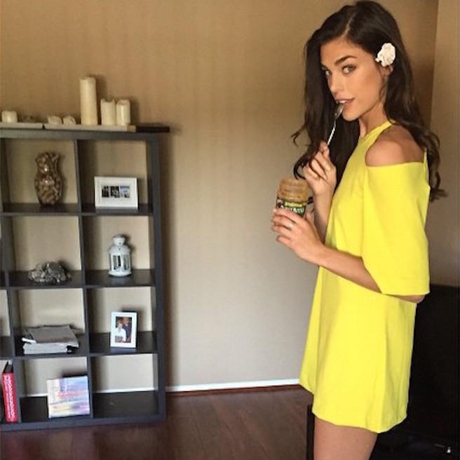 Raina Hein-Instagirl-Instagram-Sexy-Jolie-Fille-Brune-Sourire-Mode-Mannequin-Bikini-Los-Angeles-LA-USA-Américiane-To-Say-Goodbay-effronte-02