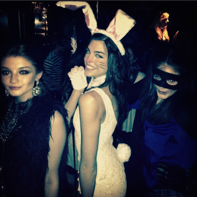 Raina-Hein-Instagirl-Instagram-Sexy-Jolie-Fille-Brune-Sourire-Mode-Mannequin-Bikini-Los-Angeles-LA-USA-Américiane-To-Say-Goodbay-effronte-12