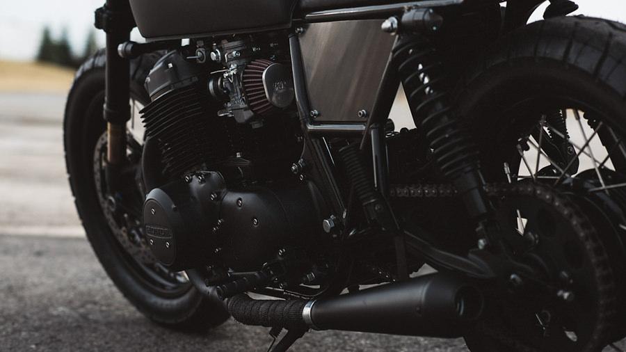 Twenty2-1978-Honda-CB750-ULTRA-NOIR-par-Clockwork-04_mini