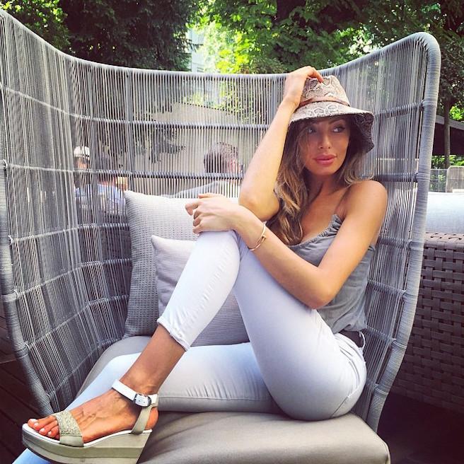 Alessia Tedeschi-Instagirl-Instagram-Sexy-Jolie-Fille-Bombe-Blonde-Italienne-Italie-Mannequin-Femme-Milan--Sport-Binini-Bikinis-Footballeur-Nouvelle-Copine-Cristiano-Ronaldo-WAG-effronte-01