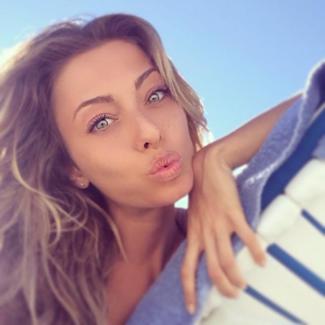 Alessia-Tedeschi-Instagirl-Instagram-Sexy-Jolie-Fille-Bombe-Blonde-Italienne-Italie-Mannequin-Femme-Milan--Sport-Binini-Bikinis-Footballeur-Nouvelle-Copine-Cristiano-Ronaldo-WAG-effronte-11
