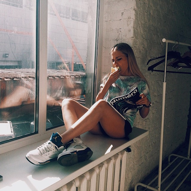 Alexandra-Burimova-Instagirl-Instagram-Sexy-Jolie-Fille-Bombe-Blonde-Russe-Russie-Mannequin-Femme-Sport-Bikini-Skate-effronte-07