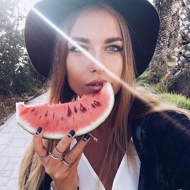 Alexandra-Burimova-Instagirl-Instagram-Sexy-Jolie-Fille-Bombe-Blonde-Russe-Russie-Mannequin-Femme-Sport-Bikini-Skate-effronte-08