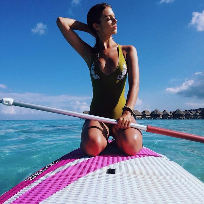 Carmella-Rose-Instagirl-Instagram-Sexy-Jolie-Fille-Bombe-Brune-Américaine-Los Angeles-Mannequin-Femme-Sport-Bikini-wilhelmina-effronte-12
