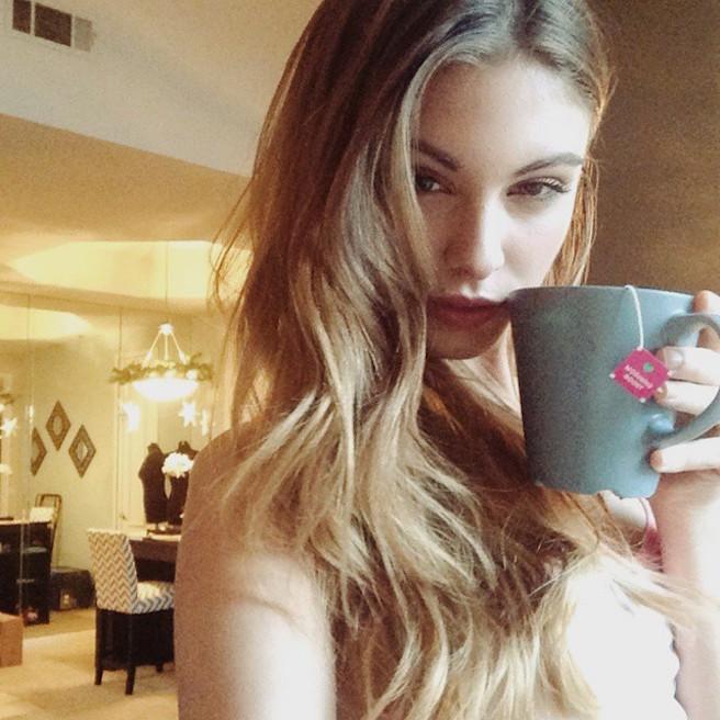 Carmella-Rose-Instagirl-Instagram-Sexy-Jolie-Fille-Bombe-Brune-Américaine-Los Angeles-Mannequin-Femme-Sport-Bikini-wilhelmina-effronte-14
