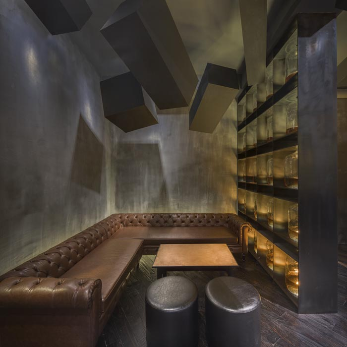 FLASK & THE PRESS-par-Alberto-Caiola-Shanghai-bar-trendy-architecture-design-effronte-05