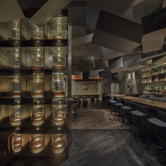 FLASK-&-THE PRESS-par-Alberto-Caiola-Shanghai-bar-trendy-architecture-design-effronte-11