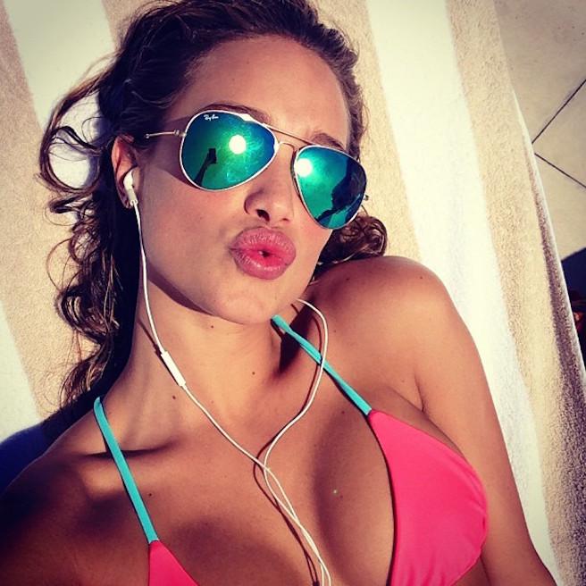 Hannah-Davis-Instagirl-Instagram-Sexy-Jolie-Fille-Bombe-Blonde-Américaine-Iles Vierges-Mannequin-Femme-Sport-Bikini-Derek-Jeter-Sport-Illustrated-effronte-14