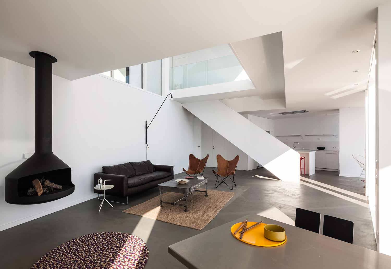 Maison-Tournesol-Sunflower-par-Cadaval-&-Solà-Morales-Architecture-Design-Espagne-Costa-Brava-effronte-04