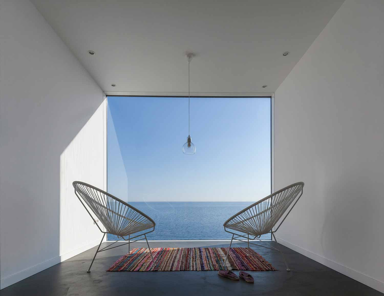 Maison-Tournesol-Sunflower-par-Cadaval-&-Solà-Morales-Architecture-Design-Espagne-Costa-Brava-effronte-07