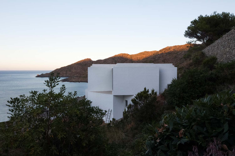 Maison-Tournesol-Sunflower-par-Cadaval-&-Solà-Morales-Architecture-Design-Espagne-Costa-Brava-effronte-10