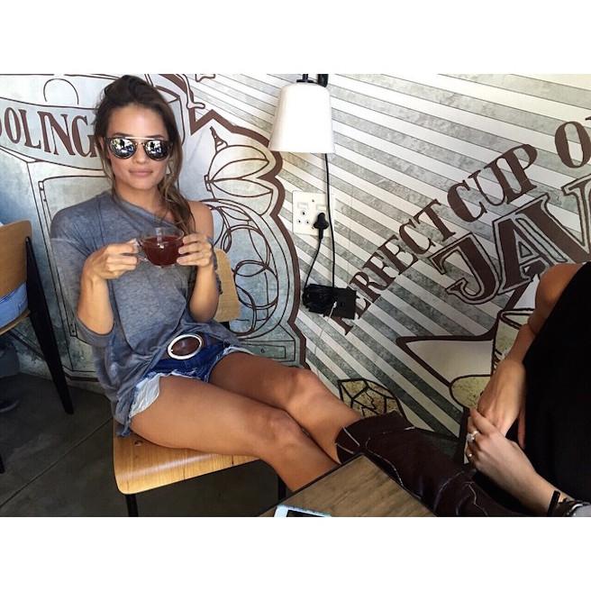 Jessica-Lee-Buchanan-Instagirl-Instagram-Sexy-Jolie-Fille-Bombe-Brune-Yeux-Bleus-Afrique du Sud-Cape Town-Mannequin-Femme-Sport-Ice-Model-Management-Bikini-effronte-14