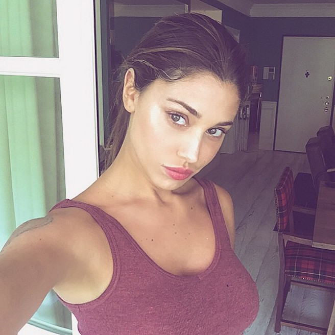 Maria Belen Rodriguez-Instagirl-Instagram-Sexy-Jolie-Fille-Bombe-Brune-Argentine-Italienne-Mannequin-Femme-Sport-Bikini-effronte-04