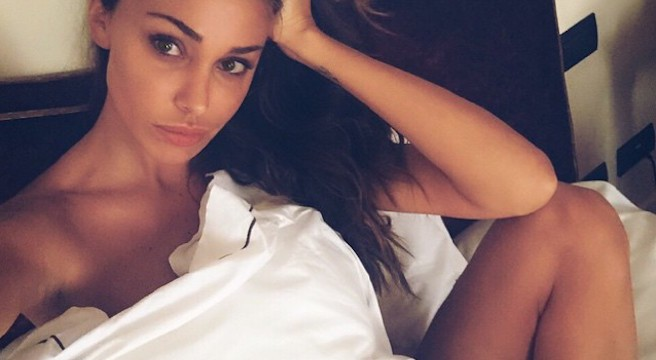 Maria Belen Rodriguez-Instagirl-Instagram-Sexy-Jolie-Fille-Bombe-Brune-Argentine-Italienne-Mannequin-Femme-Sport-Bikini-effronte-Cover-02