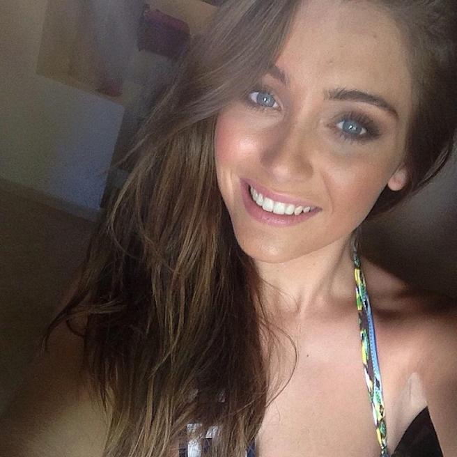 Charlotte Pirroni-Instagirl-Instagram-Sexy-Jolie-Canon-Fille-Femme-Brune-Française-France-Flaurian-Thauvin-Copine-Mannequin-Miss-France-2014-Femme-Joueur-Foot-OM-Newcastle-effronte-02