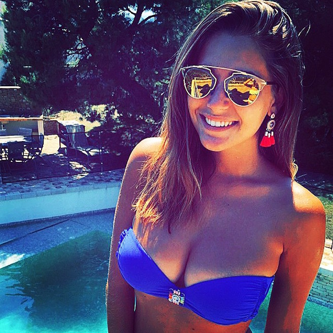Charlotte Pirroni-Instagirl-Instagram-Sexy-Jolie-Canon-Fille-Femme-Brune-Française-France-Flaurian-Thauvin-Copine-Mannequin-Miss-France-2014-Femme-Joueur-Foot-OM-Newcastle-effronte-05