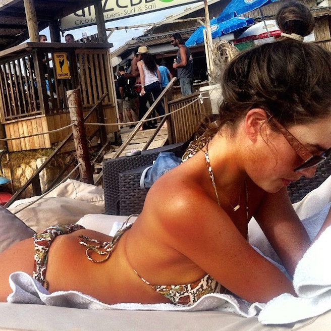 Or Grossman-Instagirl-Instagram-Sexy-Jolie-Fille-Bombe-Brune-Yeux-Bleus-Israël-Tel-aviv-Juive-Mannequin-Actrice-Diesel-Darty-Bikini-effronte-09
