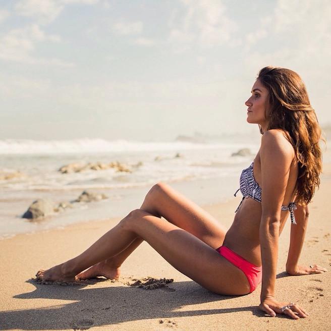 Victoria Vergara-instagirl-instagram-sexy-jolie-canon-bombe-surfeuse-surf-française-france-la-rochelle-longboard-bodyboard-mannequin-effronte-03