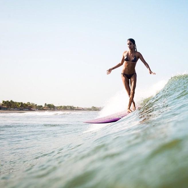 Victoria Vergara-instagirl-instagram-sexy-jolie-canon-bombe-surfeuse-surf-française-france-la-rochelle-longboard-bodyboard-mannequin-effronte-04