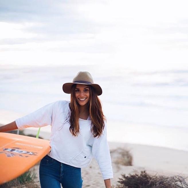 Victoria-Vergara-instagirl-instagram-sexy-jolie-canon-bombe-surfeuse-surf-française-france-la-rochelle-longboard-bodyboard-mannequin-effronte-14