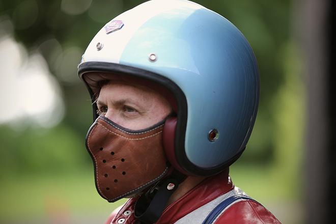 Masque en cuir ultra fin pour-motard-par-4H10 -bécane-moto-effronté-01