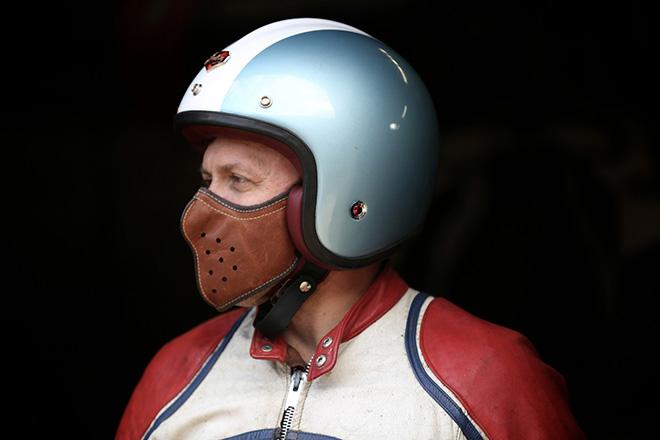 Masque en cuir ultra fin pour-motard-par-4H10 -bécane-moto-effronté-02