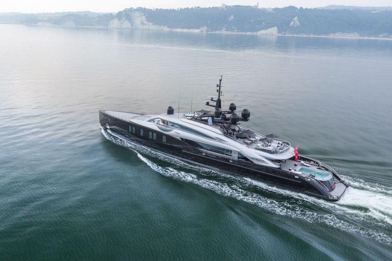 Okto-ISA-Yachts-Yacht-Mégayacht-Alberto-Pinto-Granturismo-effronté-02