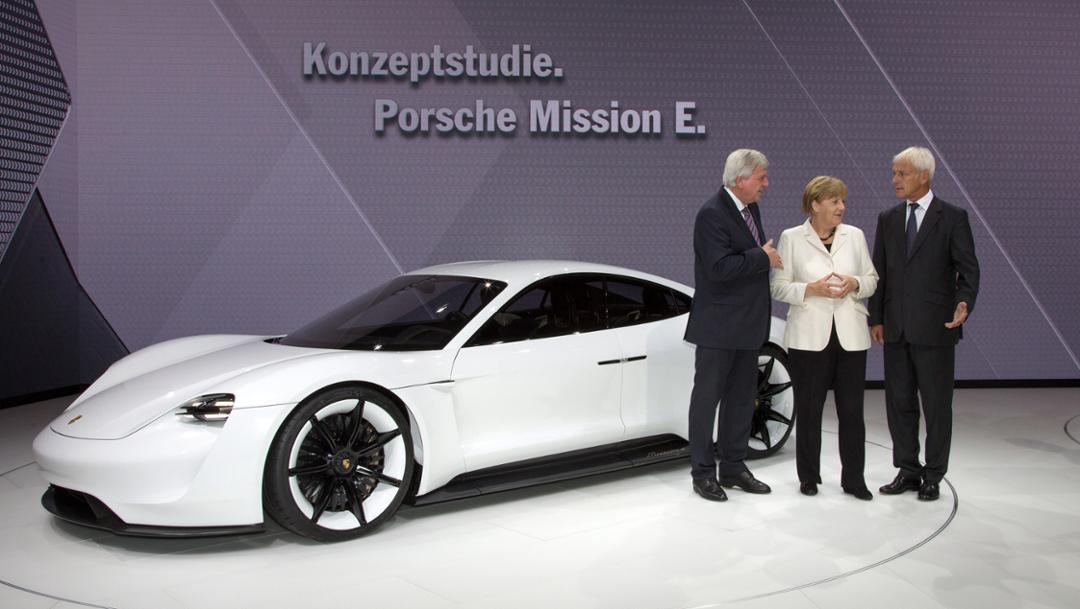 Salon de Francfort 2015-Porsche-Mission-E-concept-effronté