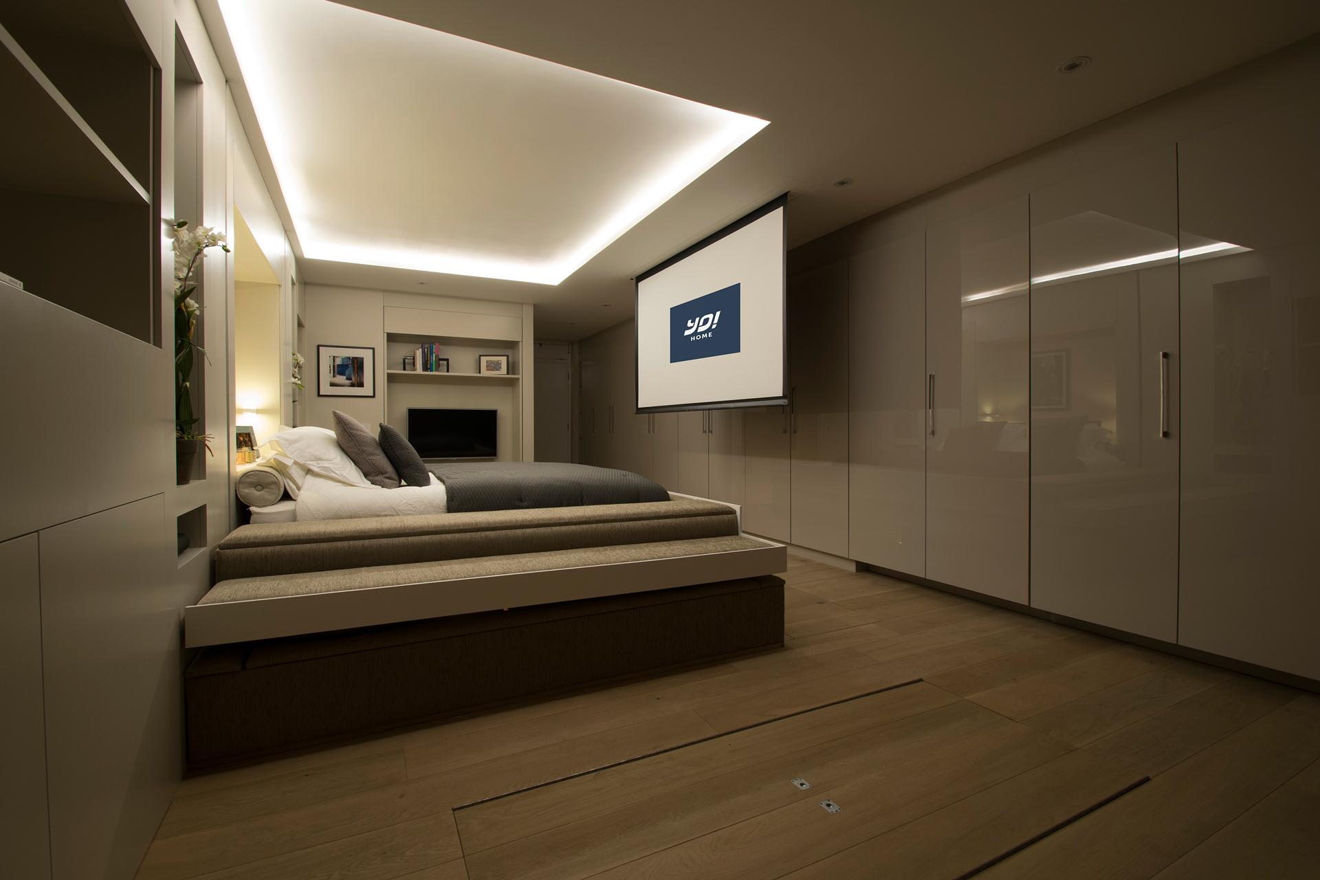 YO! Home-Salon-Ecran-Simon Woodroffe-Logement-luxe-convertible
