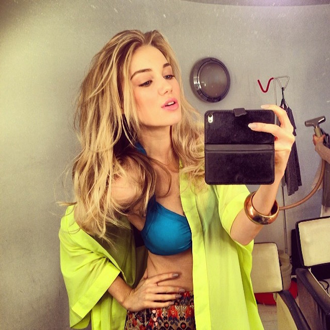 Georgia Martin-Instagirl-Instagram-Sexy-Jolie-Canon-Fille-Femme-Blonde-Mannequin-Elite-Mode-UK-Brittanique-Bikini-effronte-01